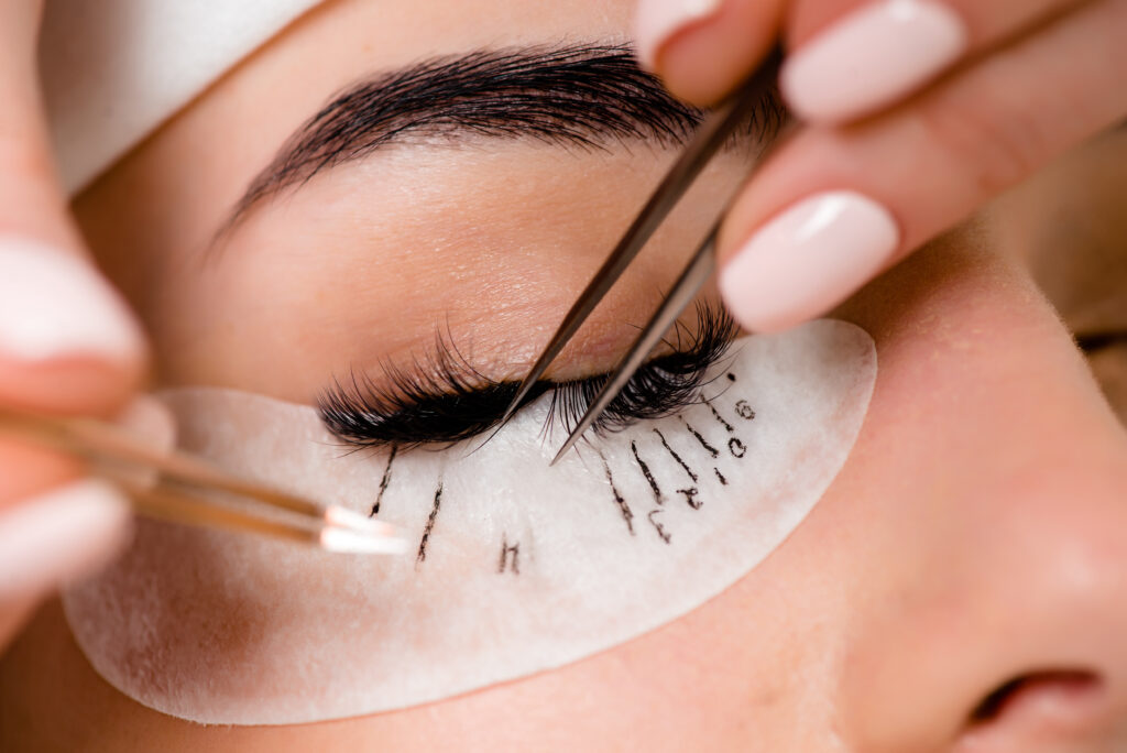What should you know before getting eyelash extension?